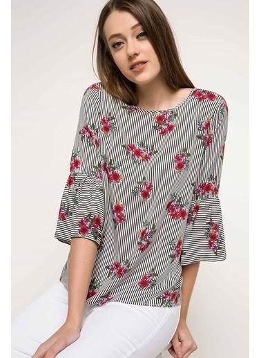DeFacto Kolları Volanlı Çiçek Desenli Bluz Siyah